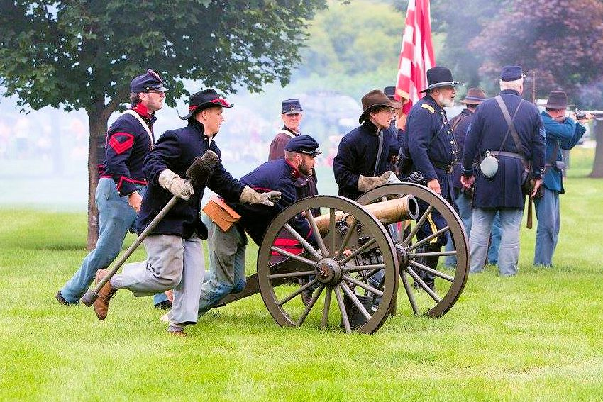 Carpentersville Civil War Reenactment - Carpenters Park - Stanford's Battery reenactors - Village of Carpentersville